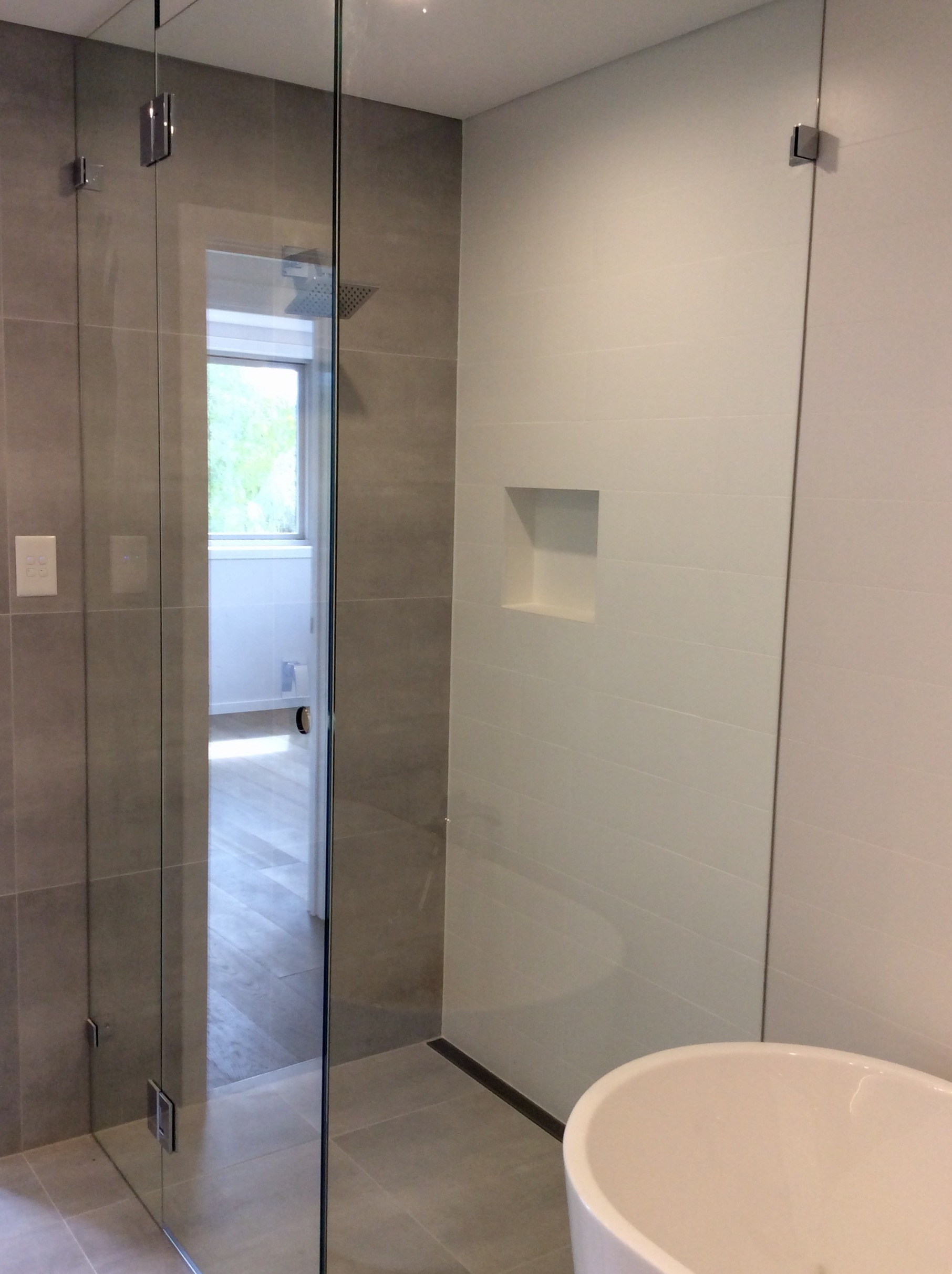 Frameless Shower Screen 10mm Starfire Toughened Glass