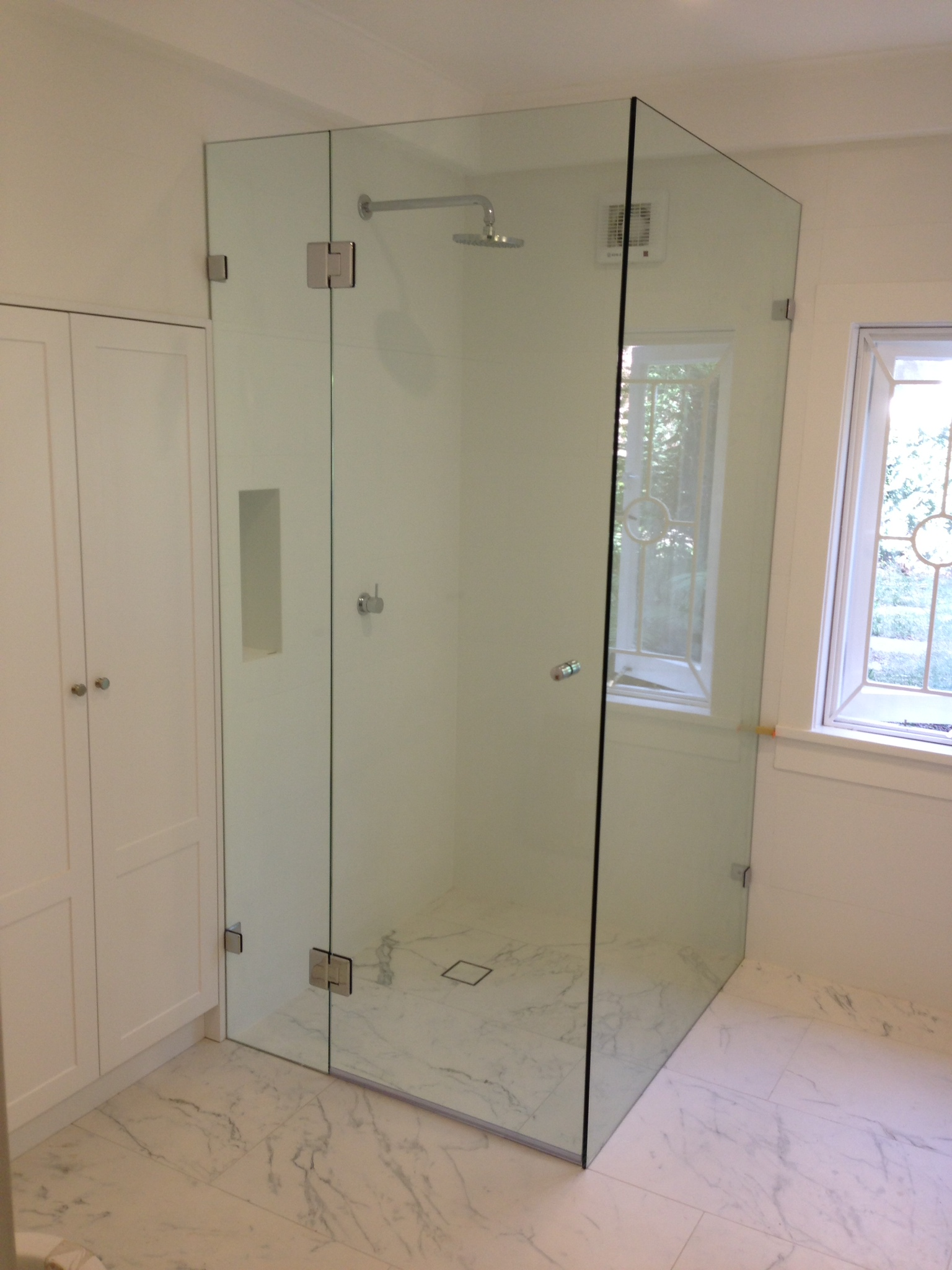 Frameless Shower Screen 10mm Clear Toughened Glass