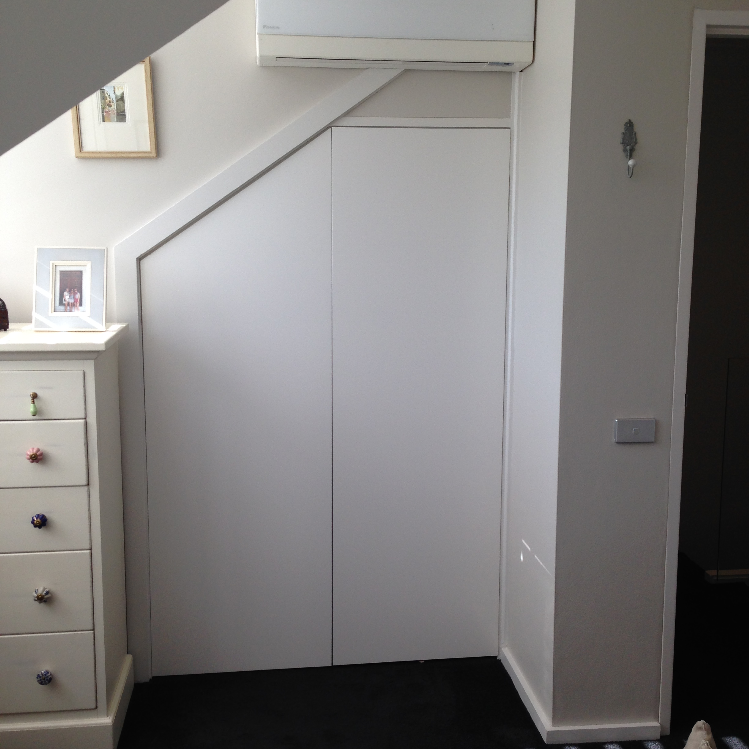 Plain Hinged Doors with Magnetic Push Catch